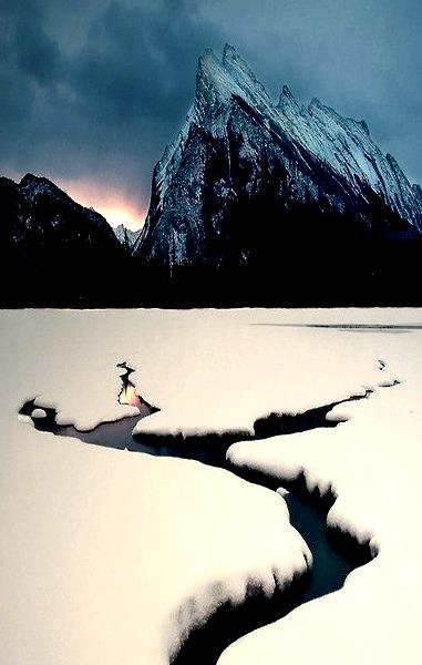 Winter Lake, Mount Rundle, Canada